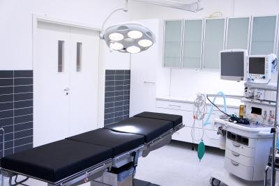Toimenpidehuone - Plastiikkakirurgi Janne Jyränki
